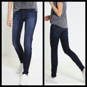 7 for all mankind slimmy jeans size 12(Juniors)